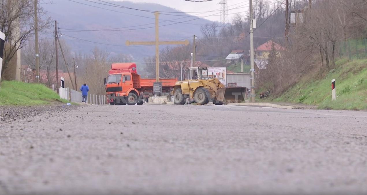 Situat E Tensionuar N Veri T Kosovs Serbt Bllokojn Rrugt Serbet Deri Kufi