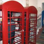 'Big Ben' pas hekurave, burgu siberian vendos kabina telefonike të stilit britanik